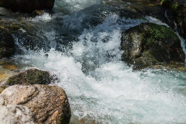 Flusso d'acqua veloce