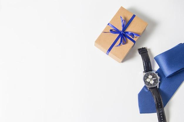 Concetto di sfondo per la festa del papà bella piccola confezione regalo fai da te fatta a mano