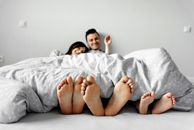 Piedi sul letto