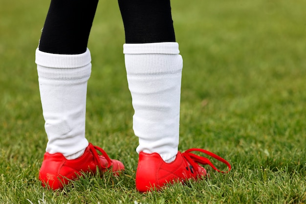 Piedi di giovane calciatore