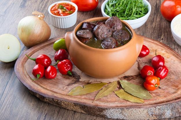 Feijoada. cucina brasiliana tradizionale. cucina brasiliana.