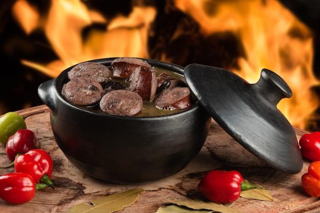 Feijoada. cucina brasiliana tradizionale.