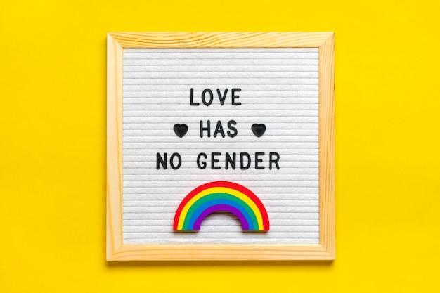 Lavagna in feltro, arcobaleno con colori lgbt isolato su giallo