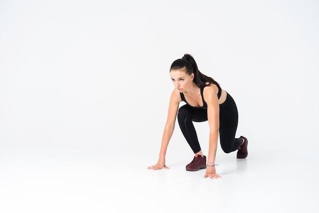Bodybuilder femminile che indossa sempre pronto per l'allenamento