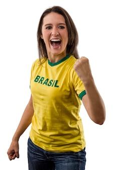 Ventilatore brasiliano femminile che celebra su uno spazio bianco.