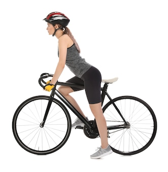 Bicicletta di guida del ciclista femminile su bianco