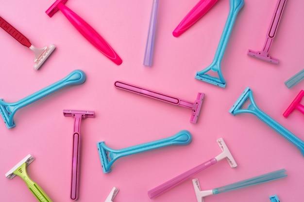 Rasoi usa e getta femminili sul rosa