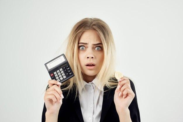 Commercio di tecnologia bitcoin di criptovaluta femminile finanziere