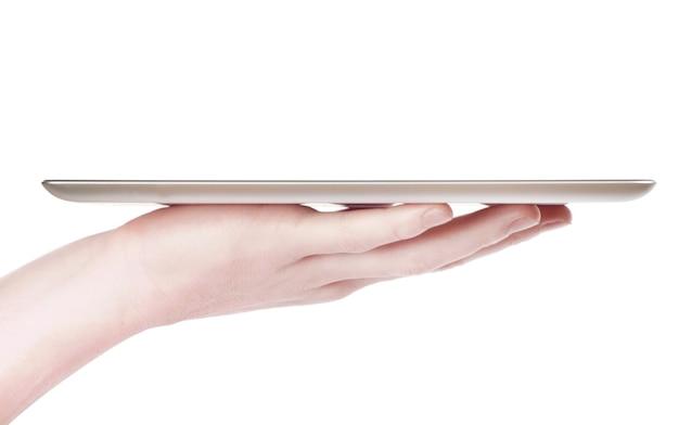 Mani femminili che tengono un tablet touch computer gadget con schermo isolato
