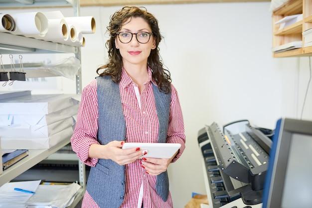 Responsabile femminile in tipografia