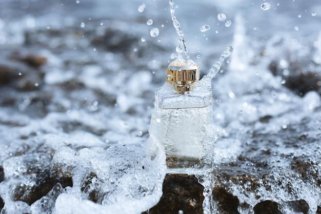 Profumo femminile e acqua nebulizzata