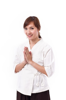 Terapista femminile della stazione termale che accoglie favorevolmente il modo asiatico