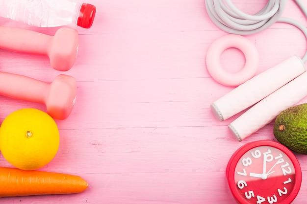 Plancia di legno rosa di concetto di sport femminile