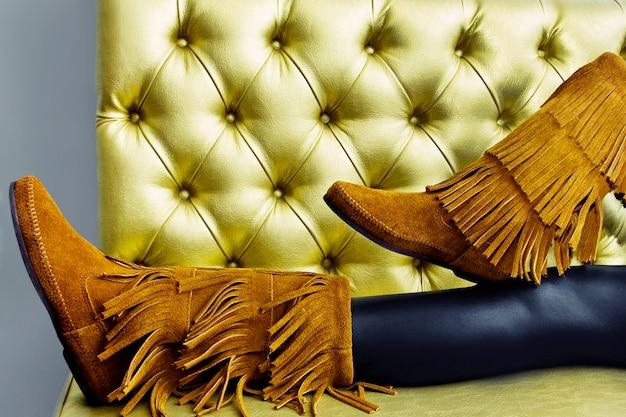 Stivali donna in camoscio marrone con frange