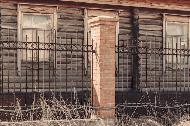 La recinzione della vecchia casa