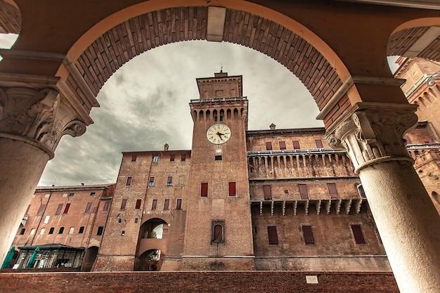 Ferrara, italia 29 luglio 2020 : il castello medievale di ferrara in italia