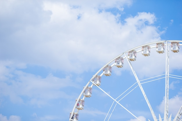 Ruota panoramica roue de paris sulla place de la concorde dal giardino delle tuileries