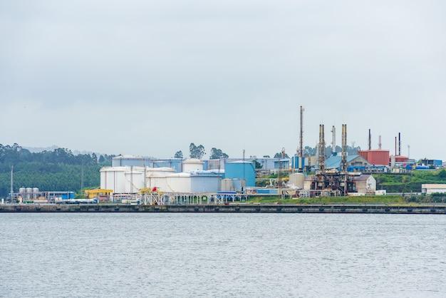 Ferrol spagna 22 giugno 2021 impianto di gas industriale nell'estuario di ferrol