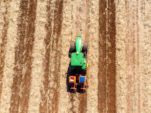 Terreno fertilizzante dove è stata piantata la canna da zucchero vista aerea.
