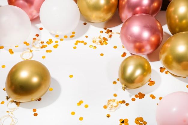 Concetto di festa o festa di compleanno vista dall'alto piatta