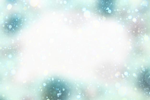 Priorità bassa festiva di festa con luce effetto bokeh delicato e disegno neve decorativa.