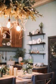 Cucina festiva nelle decorazioni di natale e capodanno
