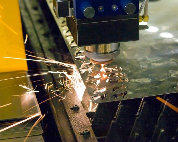 Macchine laser in fibra per il taglio dei metalli in primo piano