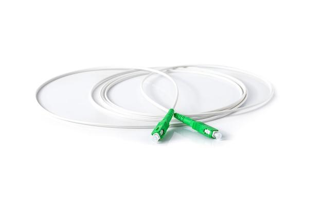 Cavo in fibra ottica su bianco