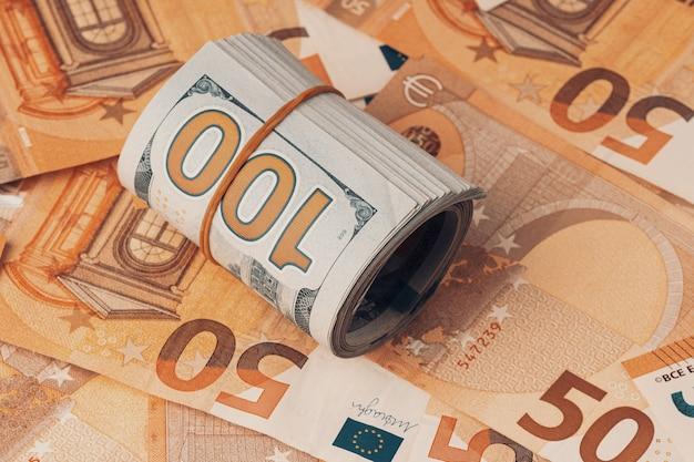 Cinquanta euro e cento banconote sfondo