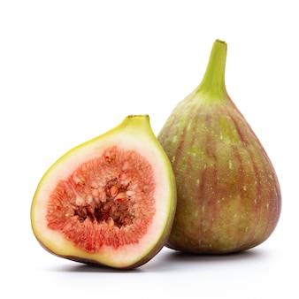 Frutti di fico isolati su sfondo bianco. vista dall'alto. modello piatto laici