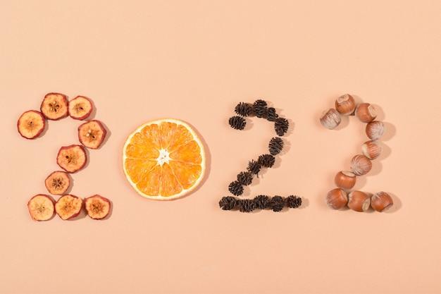 Le figure sono realizzate con materiali ecocompatibili. calendario alimentare sano. capodanno.