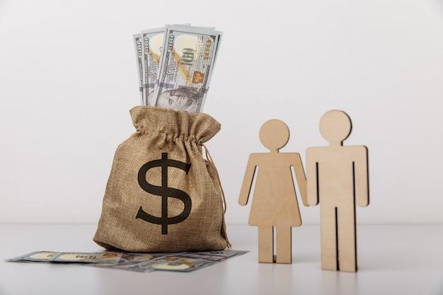 Figure di persone con sacco di soldi. concetto di risparmio