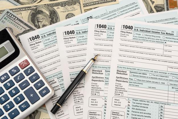 Compilazione della dichiarazione dei redditi individuale negli stati uniti 2021 anno, concetto