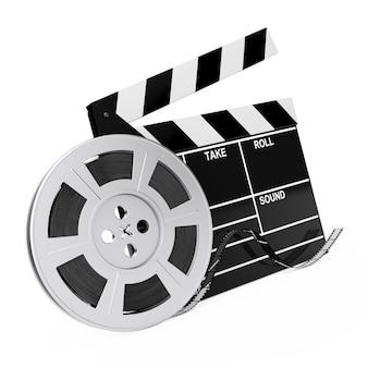 Bobina di pellicola con nastro cinematografico vicino a assicella su sfondo bianco. rendering 3d.