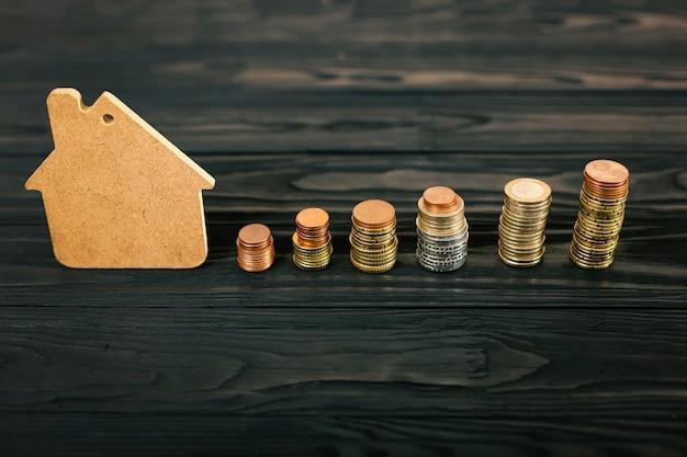 Concetto di accumulo di finanze per acquisto casa o prestito
