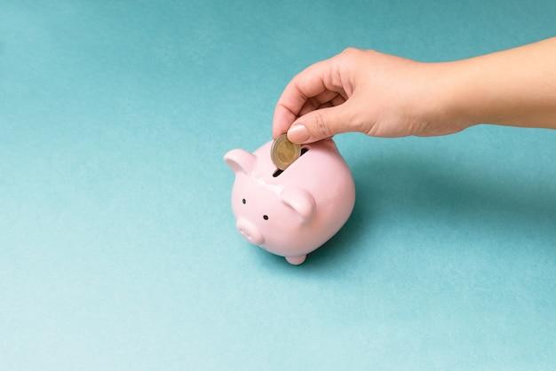 Finanza, economia o risparmio di denaro, valute