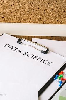 Analisi finanziaria dei dati disponibili utilizzando grafici e tabelle.