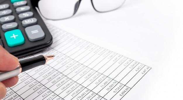 Concetti finanziari, tabelle di numeri finanziari e calcolatrici