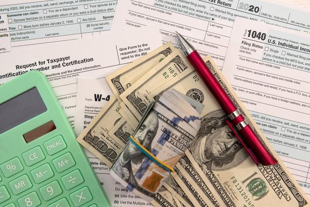 Documento finanziario, tassazione del calcolatore di denaro contabile riempire 1040