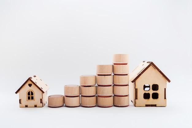 Concetto di crescita finanziaria, tassa immobiliare, acquisto e vendita di case, assicurazione.