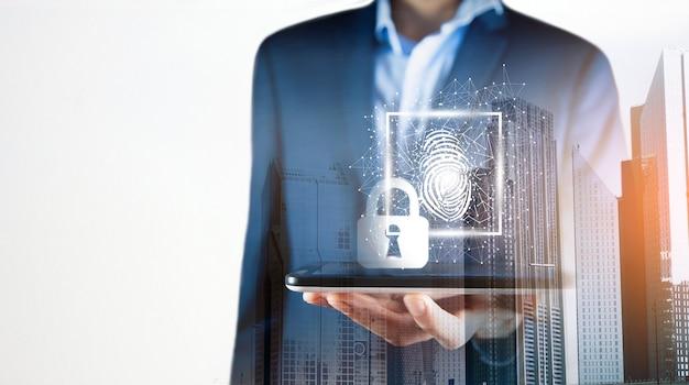 La scansione delle impronte digitali fornisce l'accesso di sicurezza.