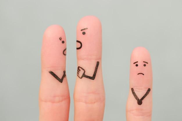 Arte delle dita della famiglia durante il litigio. il concetto di lite dei genitori, il bambino era sconvolto.