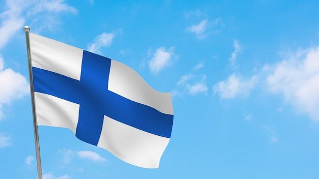 Bandiera della finlandia in pole. cielo blu. bandiera nazionale della finlandia