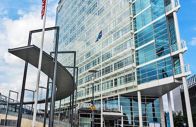 Finlandia, jyvaskyla - 18 agosto 2017: edificio moderno di innova business center Foto Premium