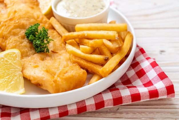 Fish and chips con patatine fritte - cibo malsano