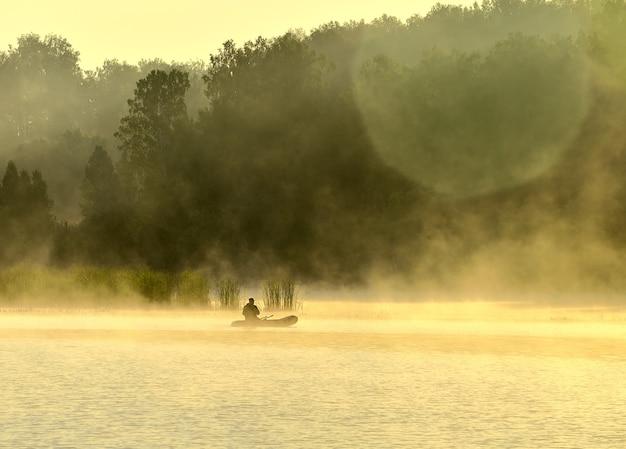 Barca dei pescatori sul lago