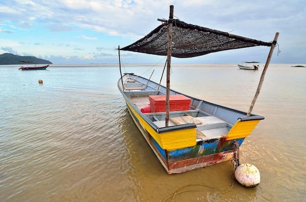 Barca di pescatori sulla spiaggia