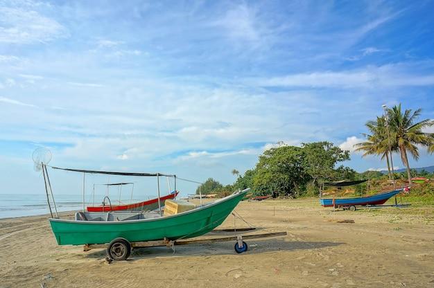 Barche di pescatori in spiaggia
