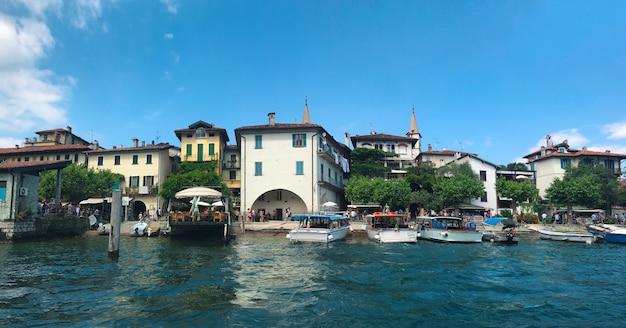 Architettura del punto di riferimento di italia maggiore del lago dell'isola dei pescatori