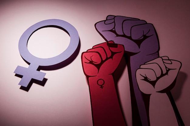 Pugni nell'aria potere e simbolo delle donne